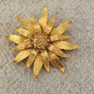 Vintage Gold Tone Flower Shaped Brooch Pin